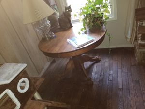 ANTIQUE TABLE NO LEAF OR CHAIRS for Sale in Easley, SC