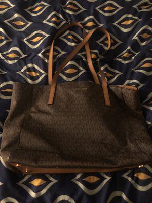 Large Michael kors bag for Sale in Pemberton, NJ