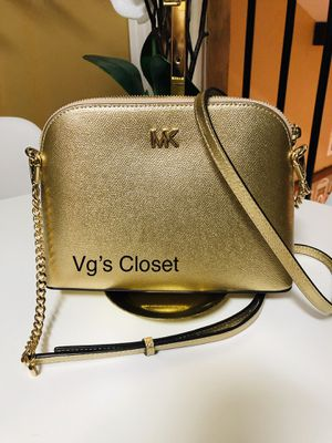 Michael Kors Crossbody. Small Size. Metallic Gold Pale Leather. NEW&AUTHENTIC. for Sale in San Antonio, TX