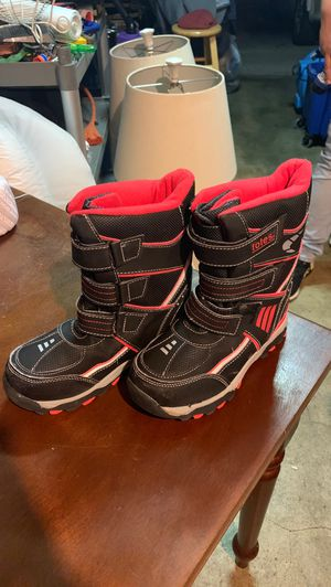 Red Snow boots, unisex for Sale in Fresno, CA