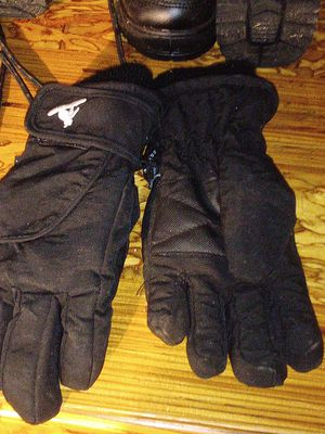 Kid's snow boots size 10 and 11 kid's snow glove's for Sale in Perris, CA