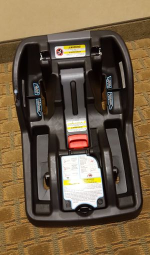 Graco baby car seat carrier base for Sale in Johnson City, NY