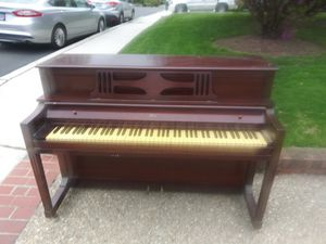 Mahogany piana used negotiable for Sale in Hyattsville, MD