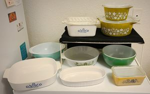 Lot of Vintage Corningware and Pyrex for Sale in Las Vegas, NV