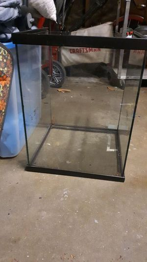 Free Fish tank for Sale in Bell Gardens, CA