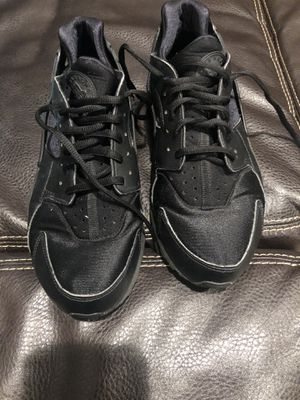 Size 10 women's black nike for Sale in Fort Washington, MD