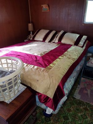 Queen bed for Sale in Galesburg, IL