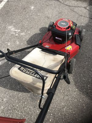 Craftsman self-propelled lawn mower Excellent condition starts easy great for bagging or mulching for Sale in White Lake charter Township, MI