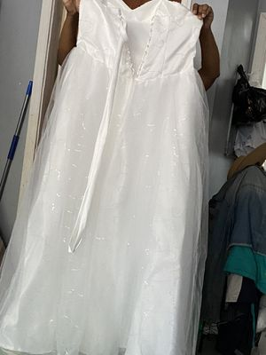 Wedding dress Size 22 never been worn. Just wanted a different dress for my wedding for Sale in UPPR CHICHSTR, PA