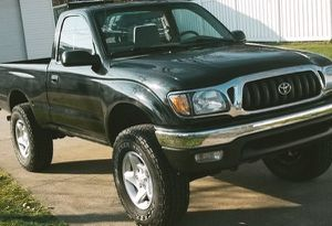 BEAUTIFUL BLACK COLOR TOYOTA TACOMA 01 for Sale in Cleveland, OH
