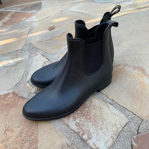 Target rain boots size 9.5 black for Sale in Riverside, CA