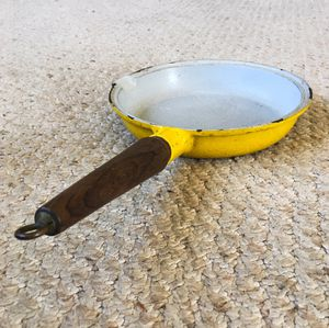 "Vintage Yellow Enamel Cast Iron 7.5"" Fry Pan Skillet w/ Pour Spout & Wood Handle for Sale in PA, US"