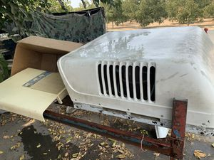 Working motorhome air conditioner off a 1975 was just serviced before removed for Sale in Visalia, CA