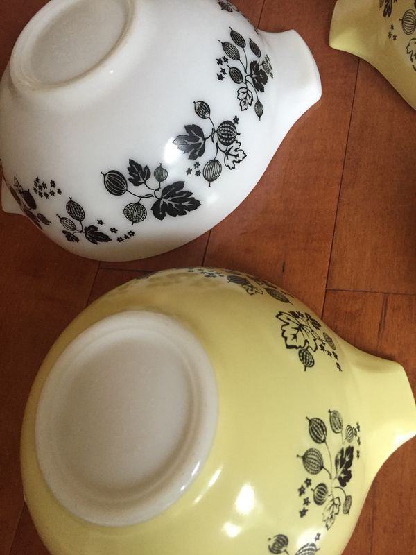 Vintage Pyrex Black Yellow Gooseberry Cinderella {url removed} chips or cracks excellent condition
