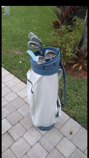 Dunlop Golf bag with clubs for Sale in Royal Palm Beach, FL