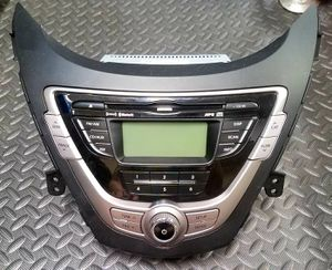 2011-2013 Hyundai Elantra AM FM Radio and CD Player with Bluetooth for Sale in Ontario, CA