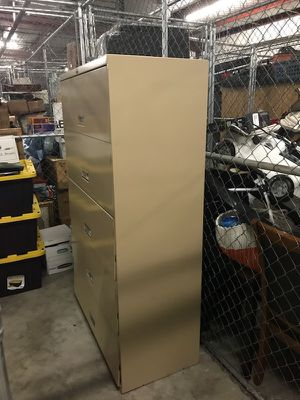 File cabinet-Free/Pick up in Delray for Sale in FL, US