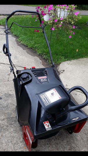 """Craftsman 21"""" Inch 4-cycle Snowblower W/Electric Start (Snow Claw Auger) for Sale in Aurora, IL"""