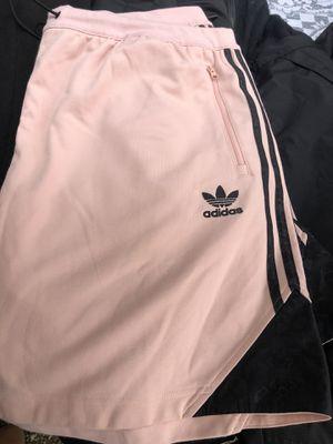 Adidas chort mujer xxl for Sale in Winston-Salem, NC