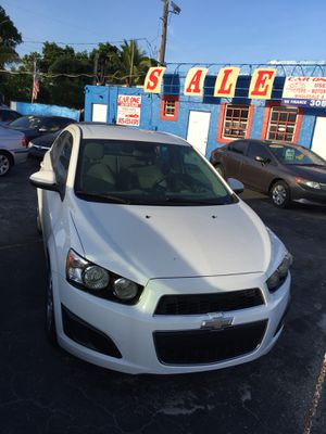 2013 Chevy sonic for Sale in Miami, FL