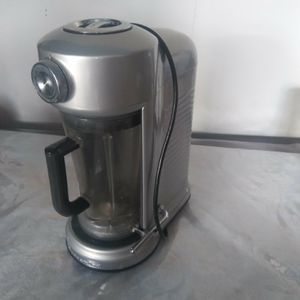 blender and extractor together good brand works very well cost me 120 used normal $ 70 or make me offer for Sale in Bellflower, CA