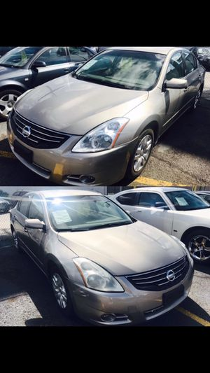 2011 Nissan Altima CLEAN TITLE ❤❤❤ for Sale in Bellaire, TX