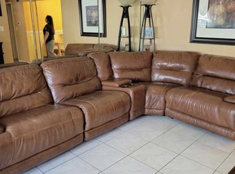 Leather couch for Sale in Auburn,  WA