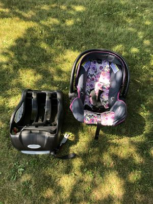 Car seat for Sale in Racine, WI