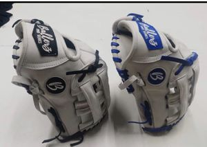 Softball and baseball gloves for Sale in Jurupa Valley, CA