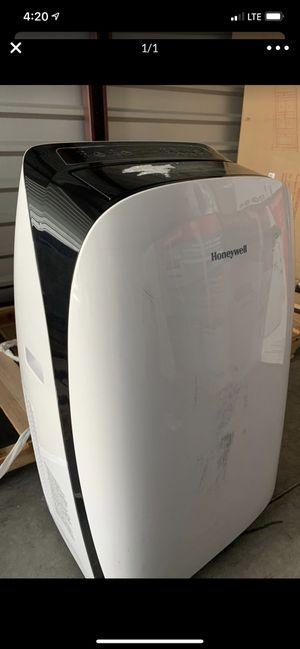 Honeywell Portable Air Conditioner HL12CESWK 12,000 btu : no hose/window for Sale in Irvine, CA
