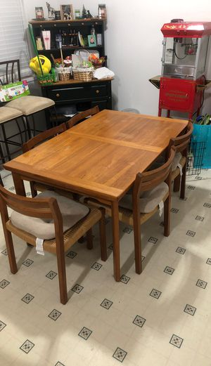 Kitchen table for Sale in Graham, WA