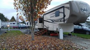 2015 Forest River Silverback 5th Wheel, 36 ft. with 3 slide outs. for Sale in Dayton, OR