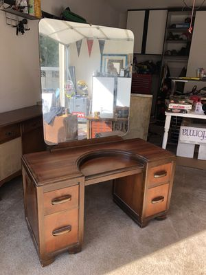 Vintage Antique Women's Vanity Dresser with Mirror Has a seat but not in pictures for Sale in Orange, CA
