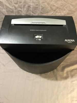 Like new Aurora brand office shredder. Shreds credit cards also for Sale in Vacaville, CA