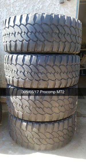 305/65/17 Procomp MT2 200$ for Sale in Riverside, CA
