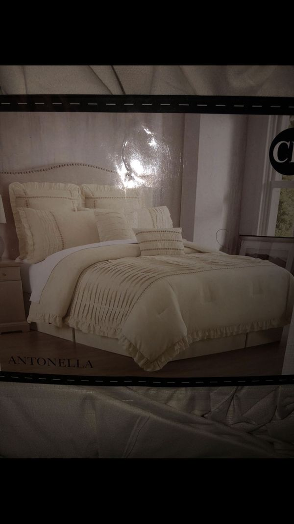 Beautiful farmhouse bedding- Californian King