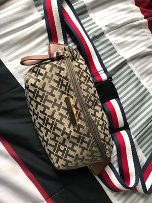 TOMMY HILFIGER FANNY PACK for Sale in Los Angeles, CA