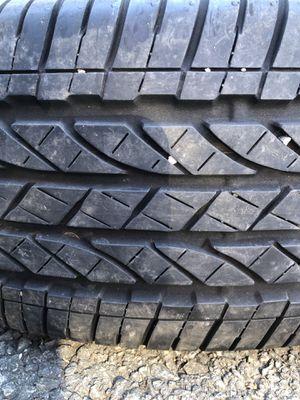 One used tire 225/65R17 BRIDGESTONE DUELER H/T $35 una llanta usada 225/65R17 BRIDGESTONE DUELER H/T $35 for Sale in Alexandria, VA