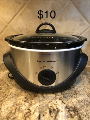 Hamilton Beach 4Qt Slow Cooker Crock Pot with Low, High and Keep Warm Settings. Works really well but we needed a bigger size for 6-7 people. This is for Sale in Apex, NC