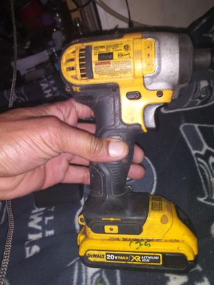 Dealt impact drill w/ charger for Sale in Auburn, WA