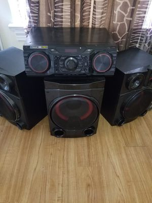 2750 Watt LG Bluetooth Ready home stereo system. DJ mode, Party Mode, W Remote Control. Like New! for Sale in Cleveland, OH