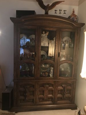 Gorgeous Light-Up Wooden China cabinet for Sale in Warren, MI