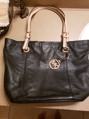 Michael Kors leather purse tote bag excellent OBO for Sale in Humble, TX