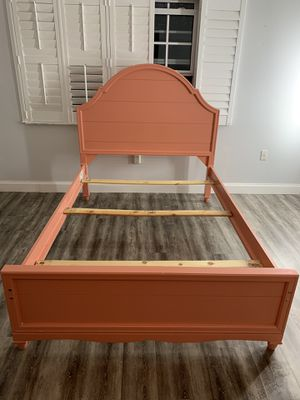 Full size bed frame for Sale in Miami, FL