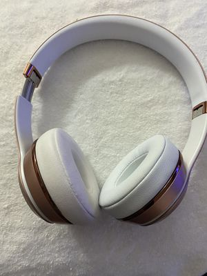 Beats solo 3 rose gold for Sale in Roselle Park, NJ