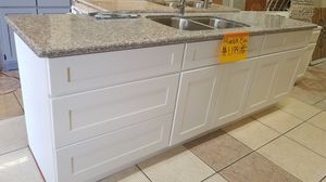 Kitchen cabinet 8ft for Sale in Vernon, CA