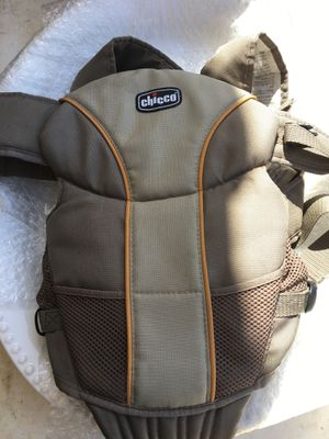 Chicco baby carrier. for Sale in Sun City, AZ