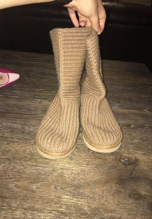 Girls Ugg Boots Size 3 for Sale in Seattle, WA