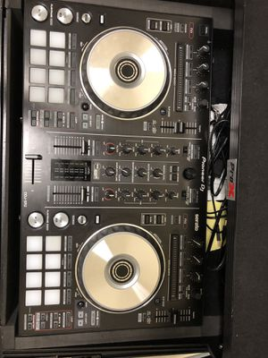 Pioneer ddj sr2 DJ Controller USED WITH PRO X CASE EXCELLENT CONDITION !!! for Sale in Fort Washington, MD