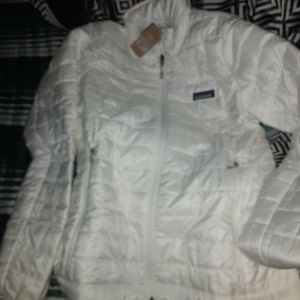 Perfectly White Womens Patagonia Size M for Sale in Duvall, WA